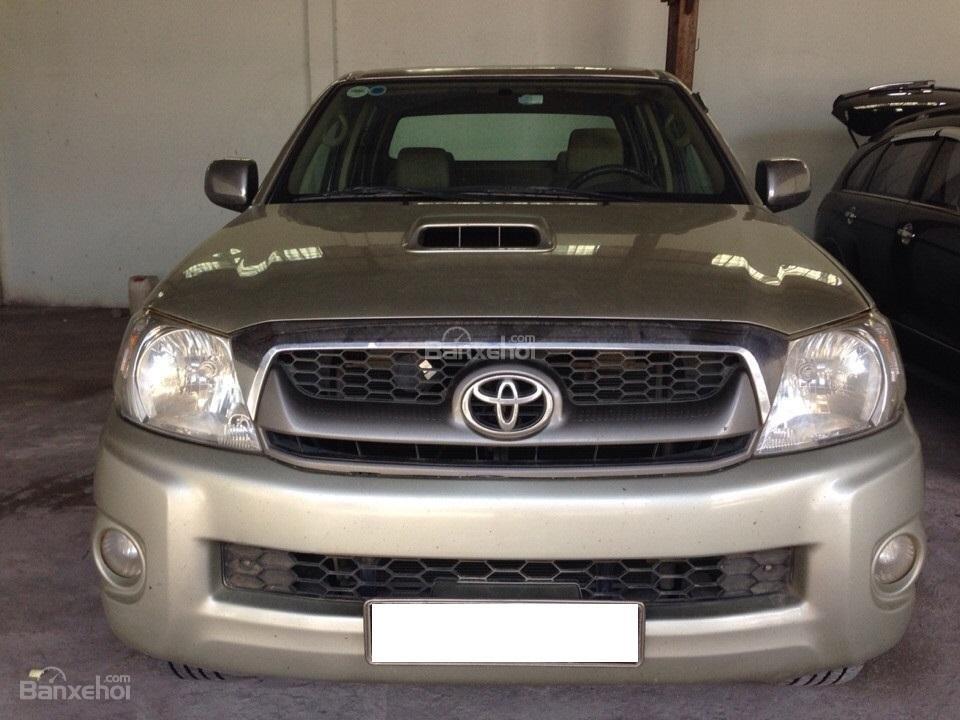 Bán ô tô Toyota Hilux sản xuất 2010, màu ghi vàng, nhập khẩuThái Lan-0