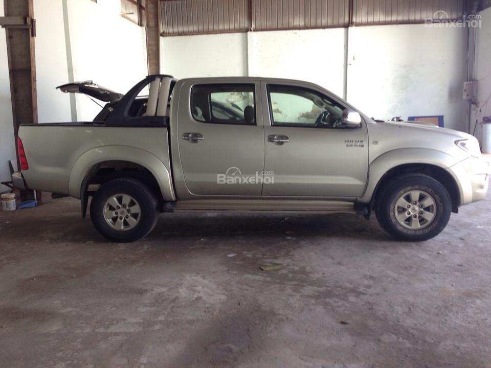 Bán ô tô Toyota Hilux sản xuất 2010, màu ghi vàng, nhập khẩuThái Lan-3