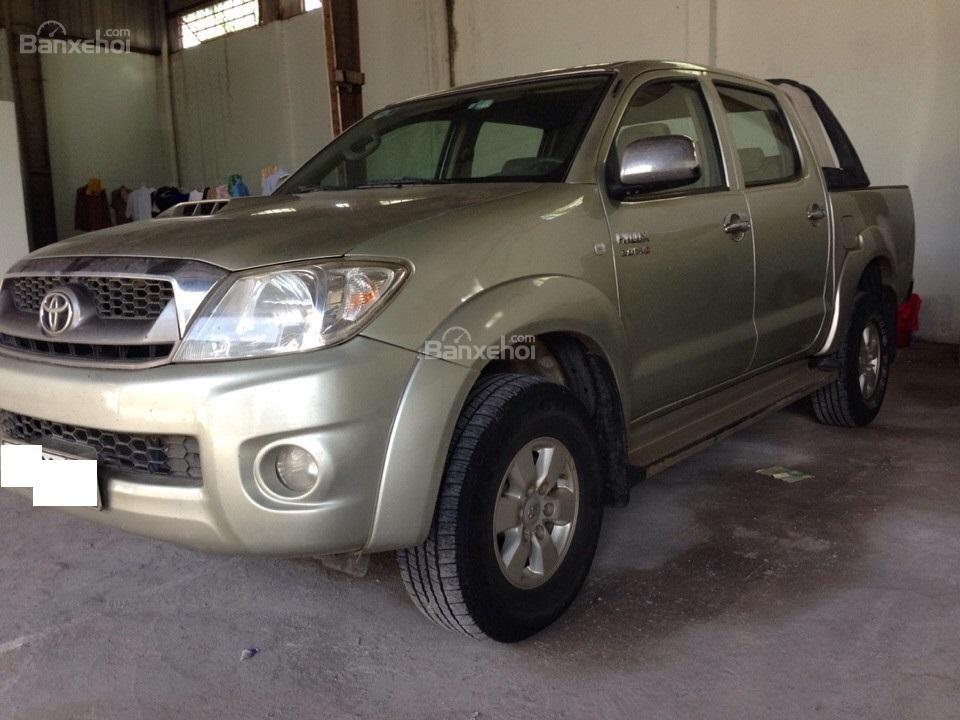 Bán ô tô Toyota Hilux sản xuất 2010, màu ghi vàng, nhập khẩuThái Lan-1