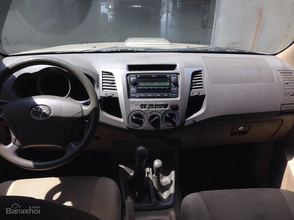 Bán ô tô Toyota Hilux sản xuất 2010, màu ghi vàng, nhập khẩuThái Lan-7