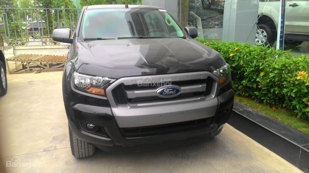 Bán xe Ford Ranger XLS AT đời 2017, màu xám, nhập khẩu chính hãng, 685tr-8