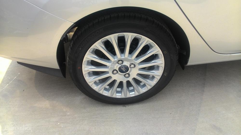 Bán xe Ford Fiesta Titanium sản xuất 2017, màu bạc giá 550tr-4