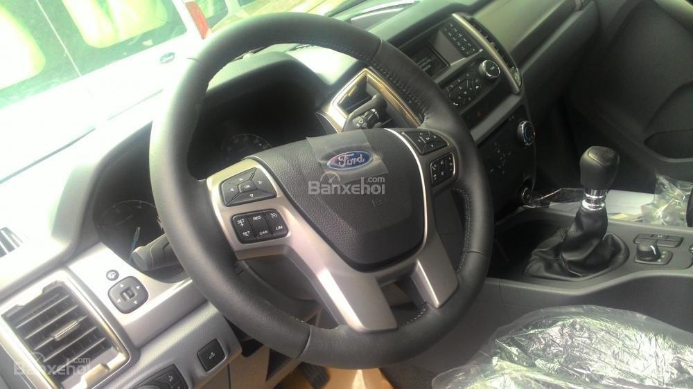 Bán Ford Ranger XLT sản xuất 2017, màu trắng, nhập khẩu chính hãng, 700tr-2
