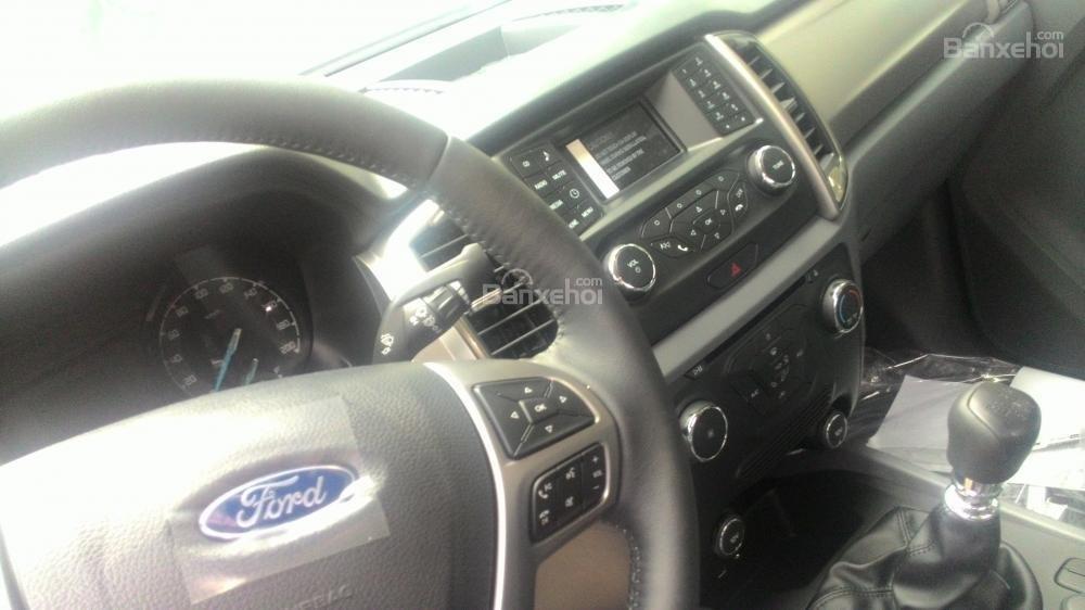 Bán Ford Ranger XLT sản xuất 2017, màu trắng, nhập khẩu chính hãng, 700tr-3
