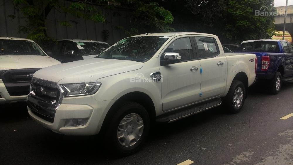 Bán Ford Ranger XLT sản xuất 2017, màu trắng, nhập khẩu chính hãng, 700tr-7