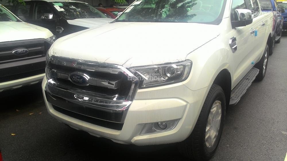 Bán Ford Ranger XLT sản xuất 2017, màu trắng, nhập khẩu chính hãng, 700tr-0
