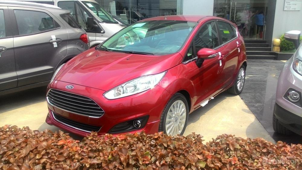 Cần bán xe Ford Fiesta Titanium 2017, màu đỏ-2