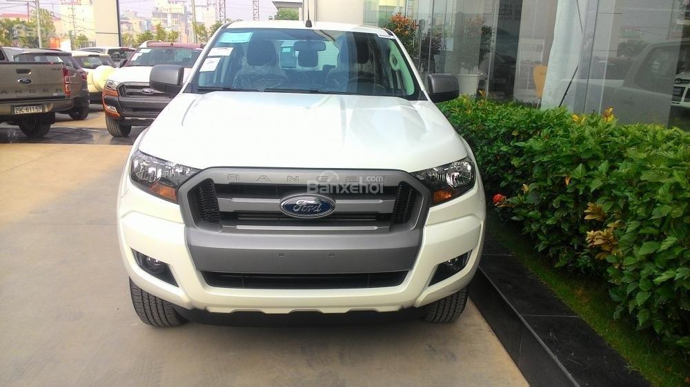 Bán ô tô Ford Ranger XLS MT đời 2017, màu trắng, nhập khẩu nguyên chiếc-1