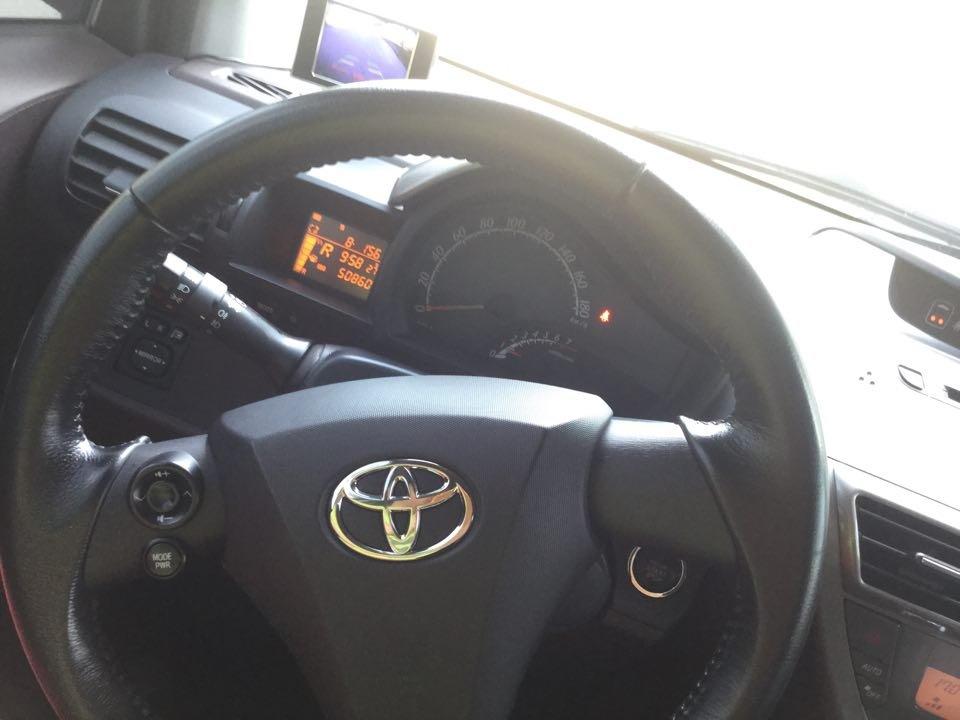Em bán Toyota iQ Limided 1.0 2 cửa 4 chỗ, đời 2010, đăng kí 5/2011-9