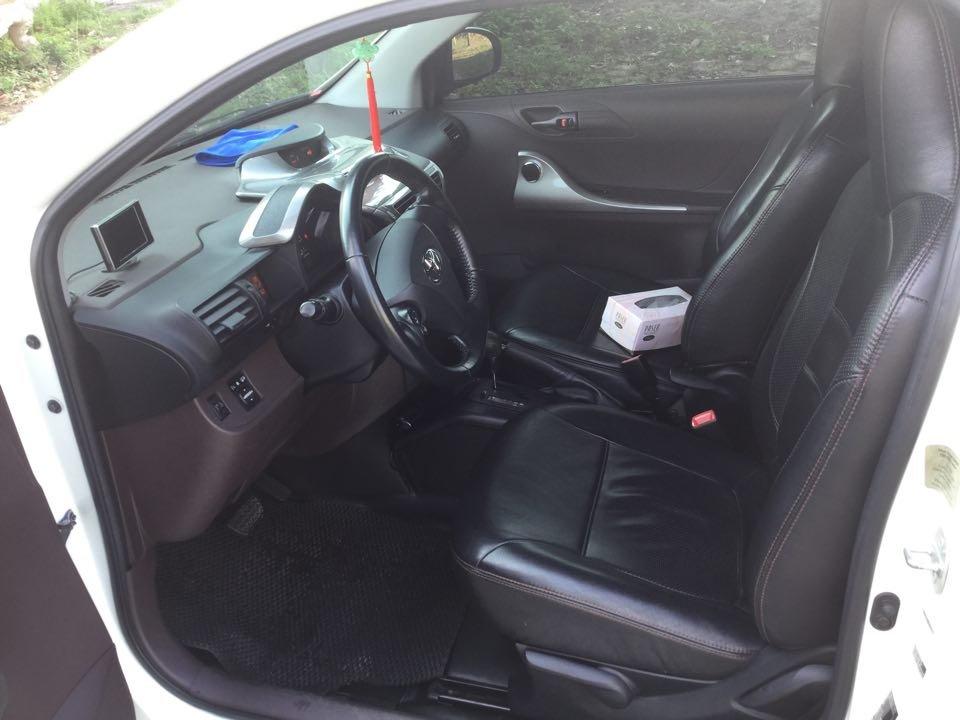 Em bán Toyota iQ Limided 1.0 2 cửa 4 chỗ, đời 2010, đăng kí 5/2011-5