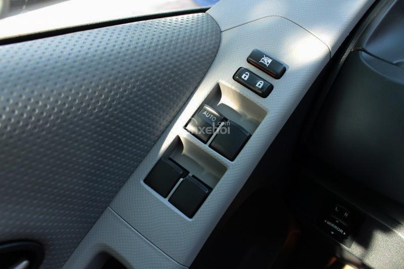 Cần bán xe Toyota Yaris 1.5AT đời 2011, màu bạc, xe nhập số tự động-11