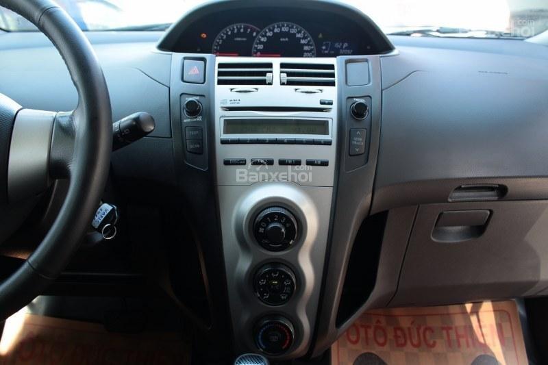 Cần bán xe Toyota Yaris 1.5AT đời 2011, màu bạc, xe nhập số tự động-9
