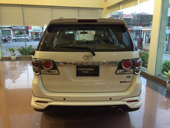 Xe Toyota Fortuner đời 2015, màu trắng, nhập khẩu có xe giao ngay-1
