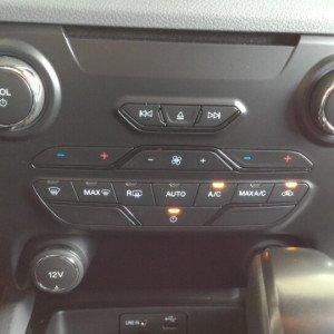 Bán xe Ford Ranger giá ưu đãi tốt nhất thị trường -11