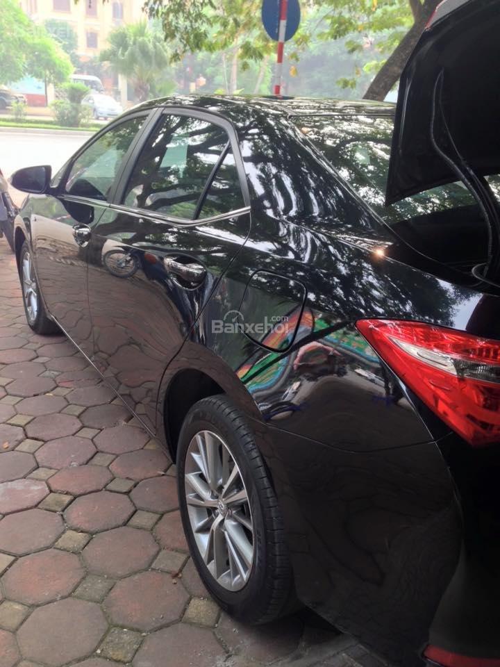 Cần bán xe Toyota Corolla altis CVT 1.8 đời 2015, màu đen-1