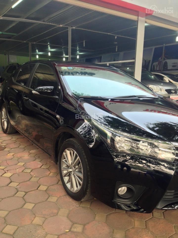 Cần bán xe Toyota Corolla altis CVT 1.8 đời 2015, màu đen-2