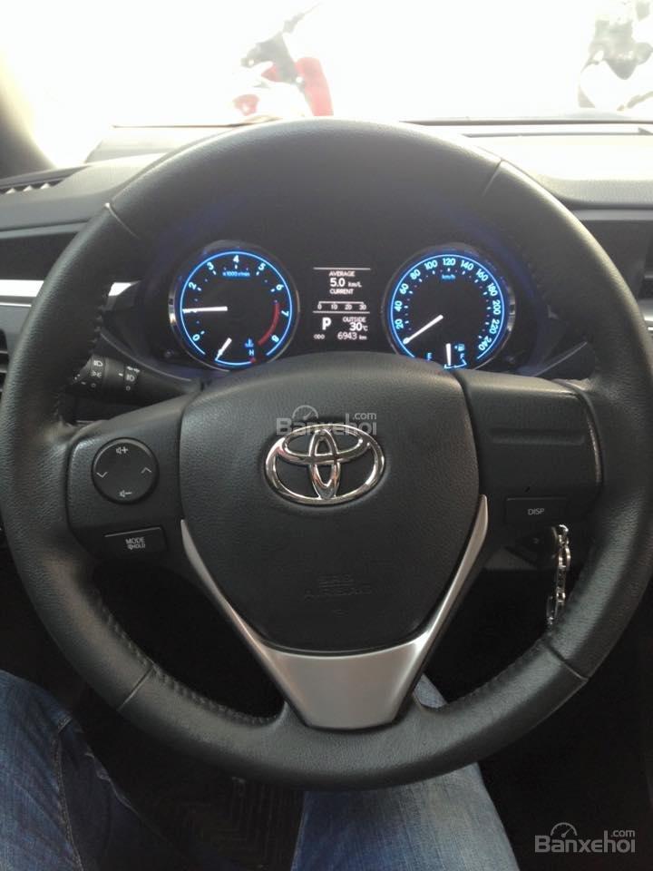 Cần bán xe Toyota Corolla altis CVT 1.8 đời 2015, màu đen-10