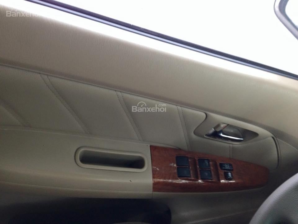 Cần bán lại xe Toyota Fortuner 2.7 V 4x4 đời 2010, màu bạc số tự động-2