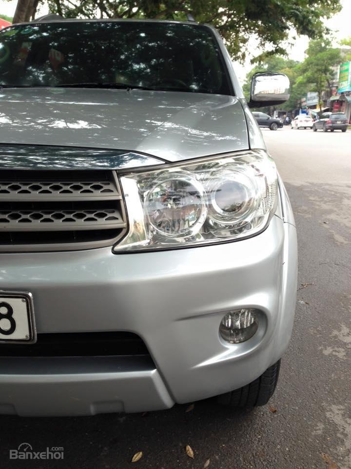 Cần bán lại xe Toyota Fortuner 2.7 V 4x4 đời 2010, màu bạc số tự động-1