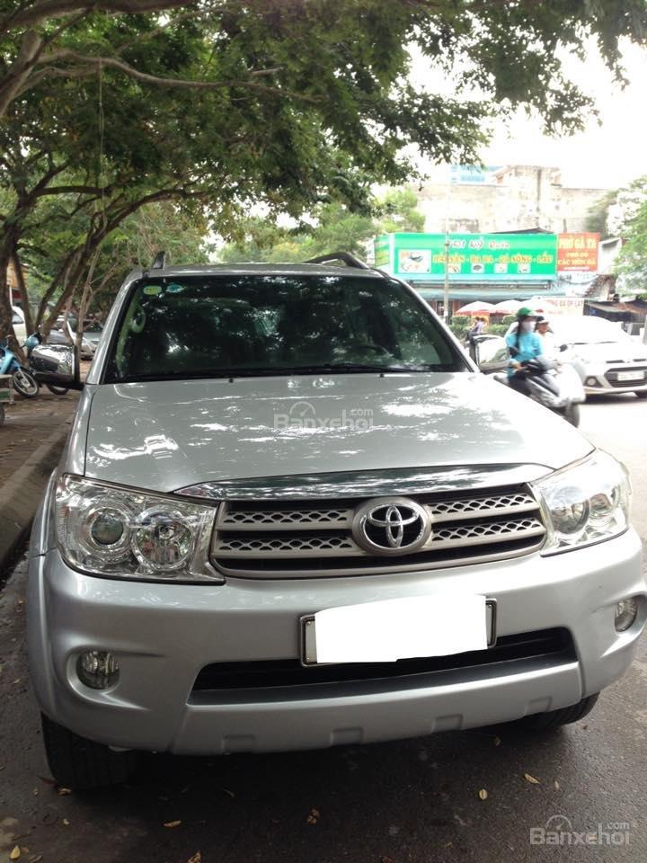 Cần bán lại xe Toyota Fortuner 2.7 V 4x4 đời 2010, màu bạc số tự động-0