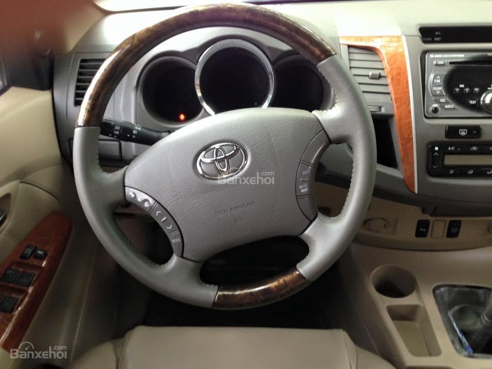 Cần bán lại xe Toyota Fortuner 2.7 V 4x4 đời 2010, màu bạc số tự động-7