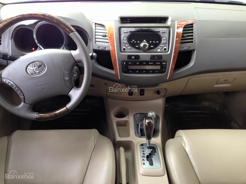 Cần bán lại xe Toyota Fortuner 2.7 V 4x4 đời 2010, màu bạc số tự động-3