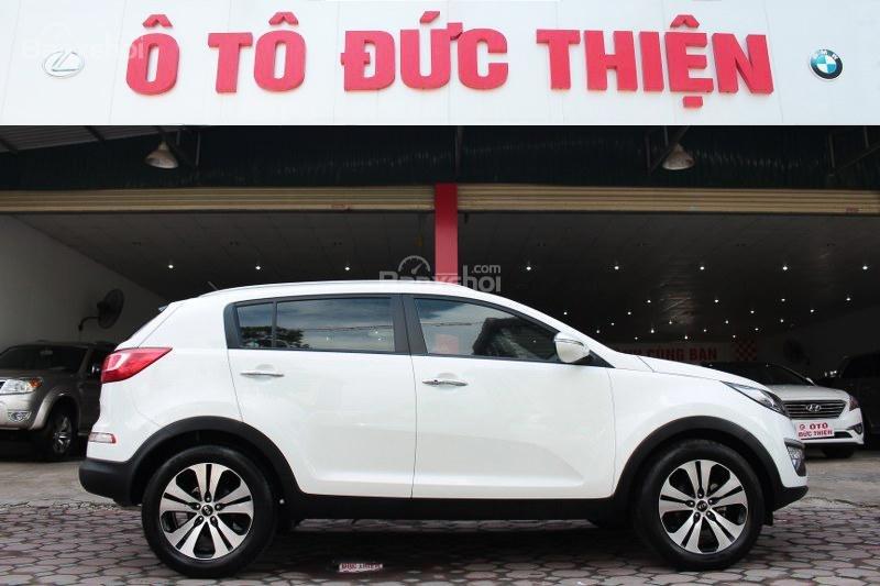 Cần bán Kia Sportage 2.0AT đời 2010, màu trắng, nhập khẩu số tự động, giá 735tr-0