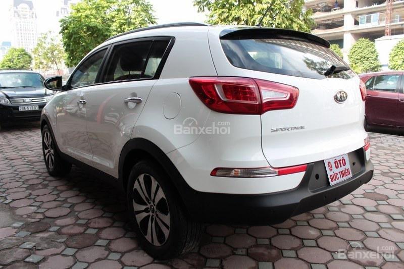 Cần bán Kia Sportage 2.0AT đời 2010, màu trắng, nhập khẩu số tự động, giá 735tr-3