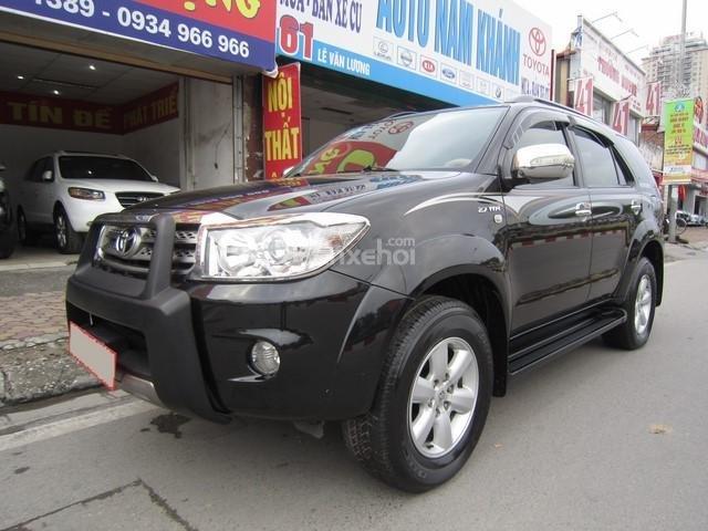 Cần bán Toyota Fortuner đời 2010, màu đen, giá tốt-2