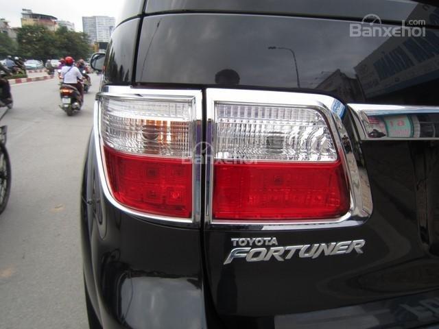 Cần bán Toyota Fortuner đời 2010, màu đen, giá tốt-10