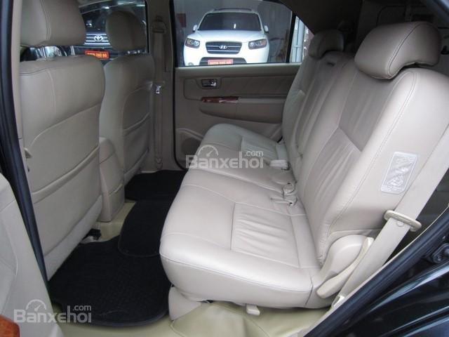 Cần bán Toyota Fortuner đời 2010, màu đen, giá tốt-11