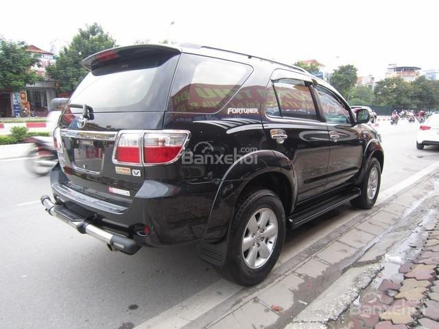 Cần bán Toyota Fortuner đời 2010, màu đen, giá tốt-9