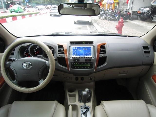 Cần bán Toyota Fortuner đời 2010, màu đen, giá tốt-15