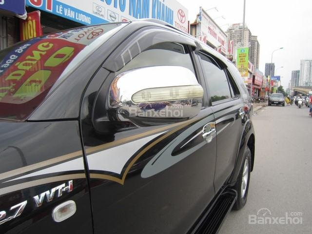 Cần bán Toyota Fortuner đời 2010, màu đen, giá tốt-4