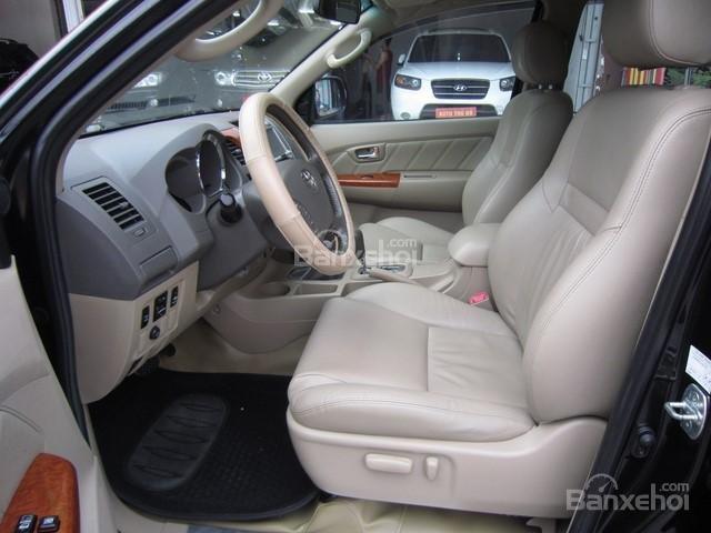 Cần bán Toyota Fortuner đời 2010, màu đen, giá tốt-12