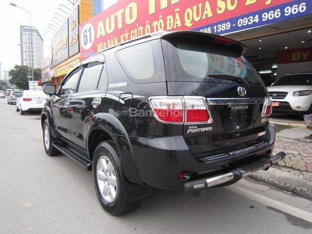 Cần bán Toyota Fortuner đời 2010, màu đen, giá tốt-6