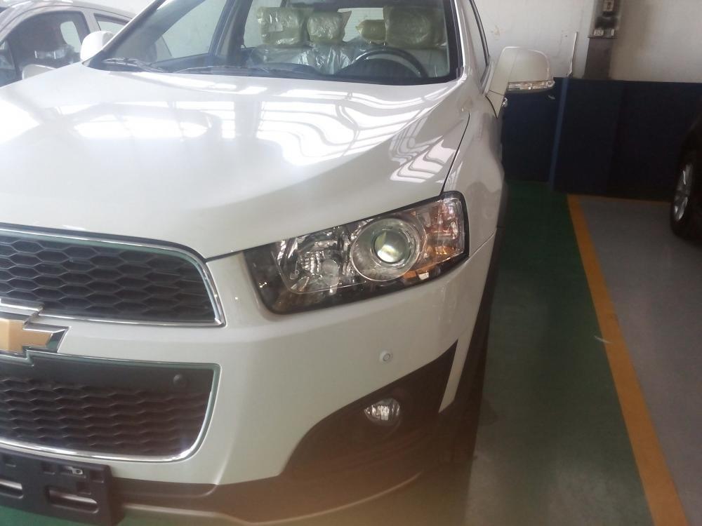 Chevrolet Captiva đời 2015, màu trắng giá cạnh tranh-4
