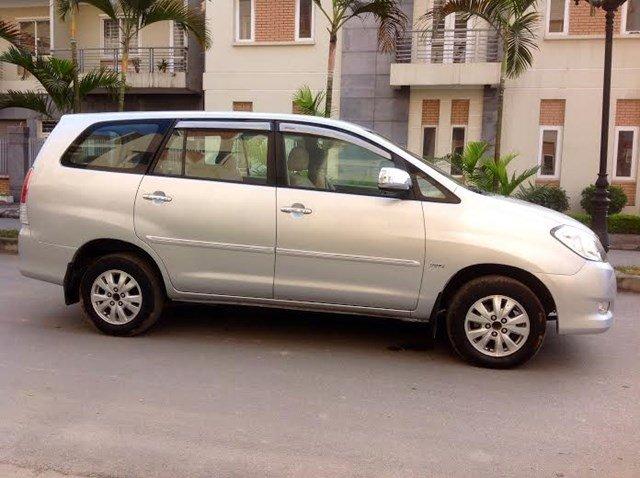 Gia đình tôi cần bán xe Innova G đời 2011 chính chủ bán. Xe lắp ráp trong nước màu bạc máy xăng, số tay-2