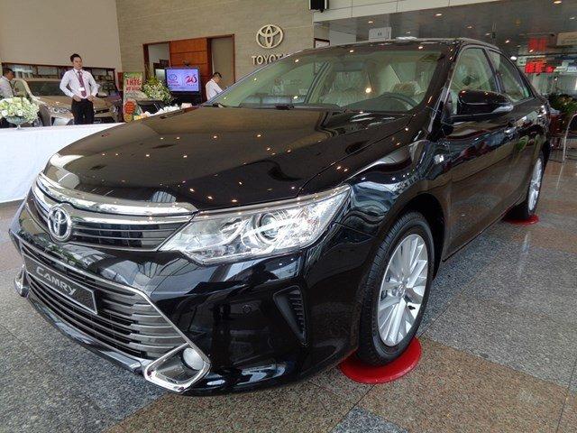 Bán xe Toyota Camry đời 2015, màu đen giá tốt-2