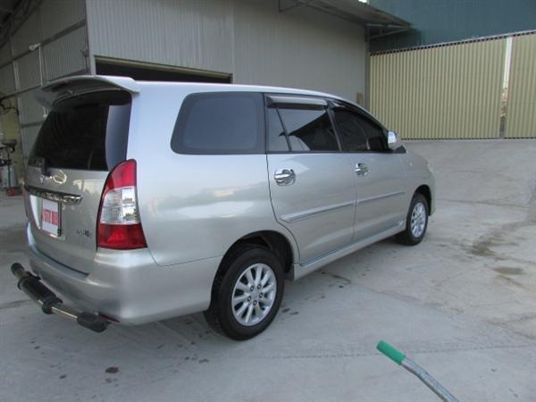 Cần bán xe Toyota Innova - cũ trong nước sản xuất 2012, màu bạc xe còn rất đẹp-1