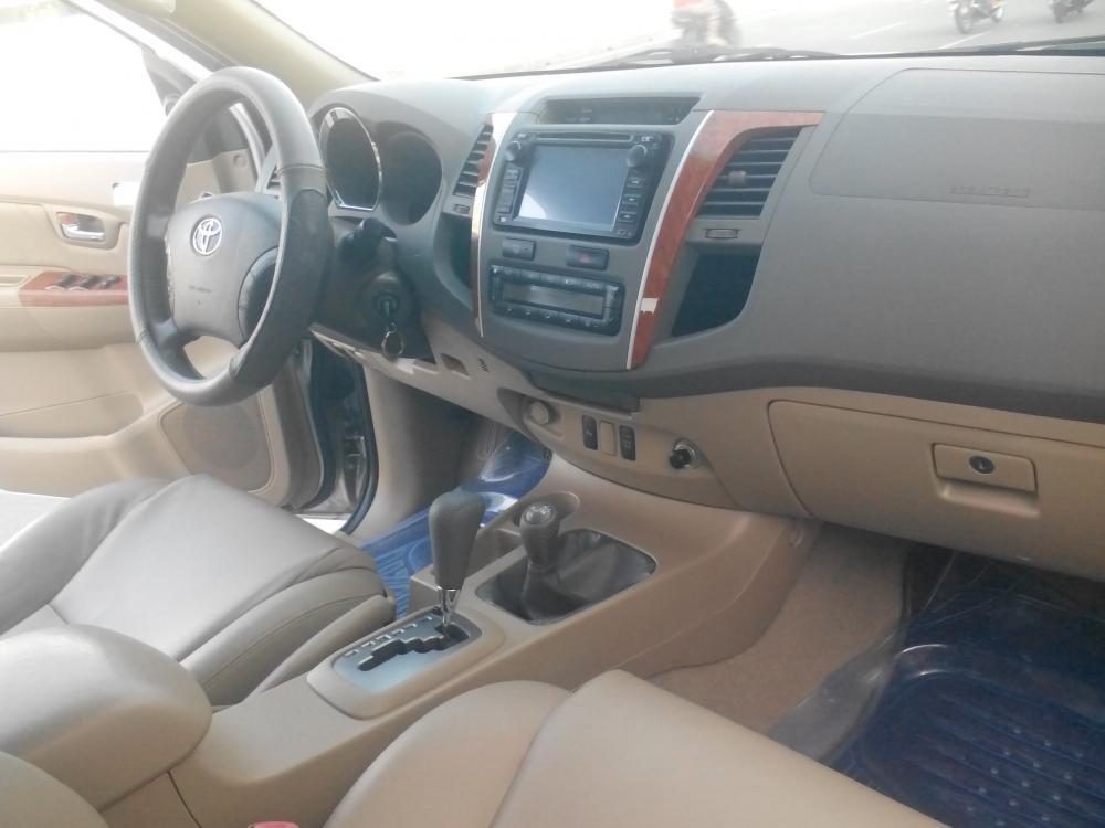 Gia đình cần bán Toyota Fotuner 2.7 V màu bạc SX 2010-7