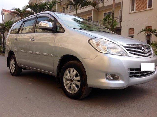 Gia đình tôi cần bán xe Innova G đời 2011 chính chủ bán. Xe lắp ráp trong nước màu bạc máy xăng, số tay-1