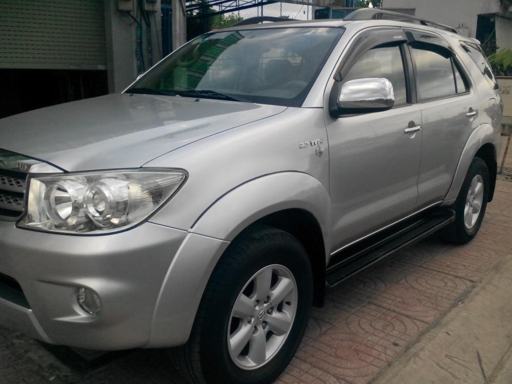 Gia đình cần bán Toyota Fotuner 2.7 V màu bạc SX 2010-1