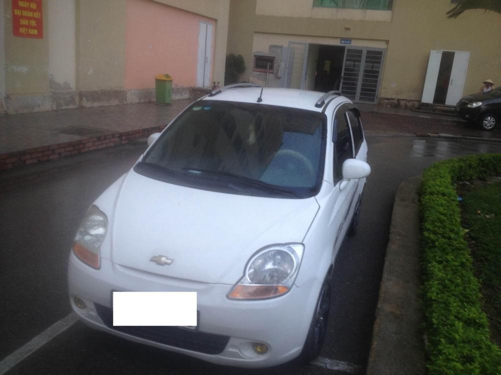 Chính chủ cần bán xe Chevrolet Spark 2010, màu trắng, như mới-0