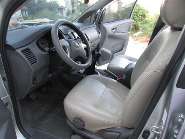 Cần bán xe Toyota Innova - cũ trong nước sản xuất 2012, màu bạc xe còn rất đẹp-6