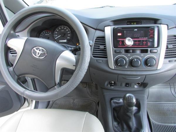 Cần bán xe Toyota Innova - cũ trong nước sản xuất 2012, màu bạc xe còn rất đẹp-8