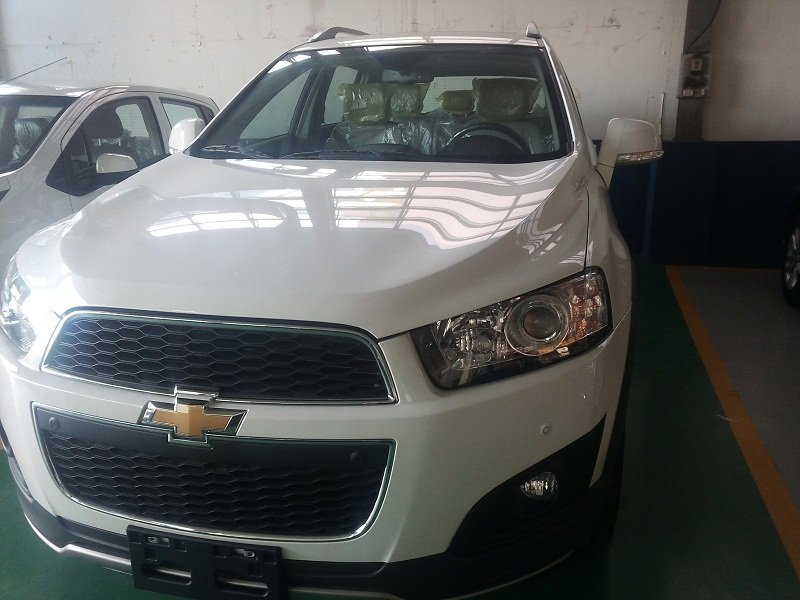 Chevrolet Captiva đời 2015, màu trắng giá cạnh tranh-0
