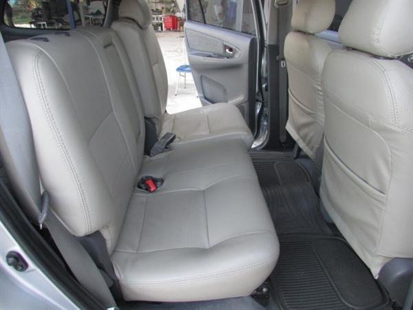 Cần bán xe Toyota Innova - cũ trong nước sản xuất 2012, màu bạc xe còn rất đẹp-7