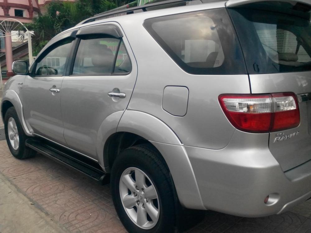 Gia đình cần bán Toyota Fotuner 2.7 V màu bạc SX 2010-4