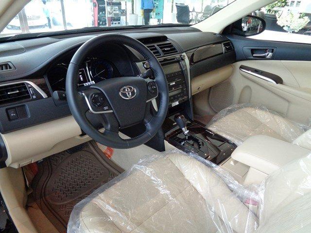 Bán xe Toyota Camry đời 2015, màu đen giá tốt-7